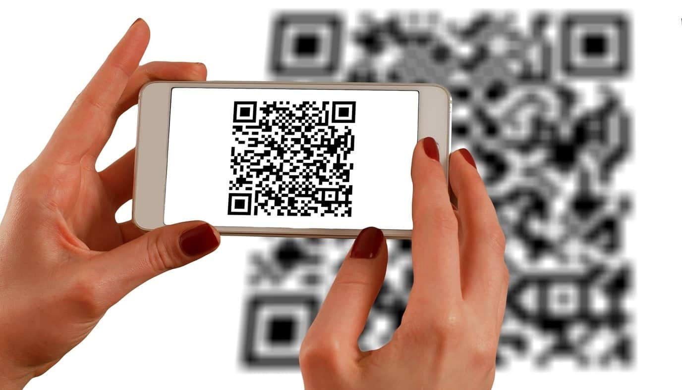 content/ar-ae/images/repository/isc/2020/9910/a-guide-to-qr-codes-and-how-to-scan-qr-codes-1.jpg