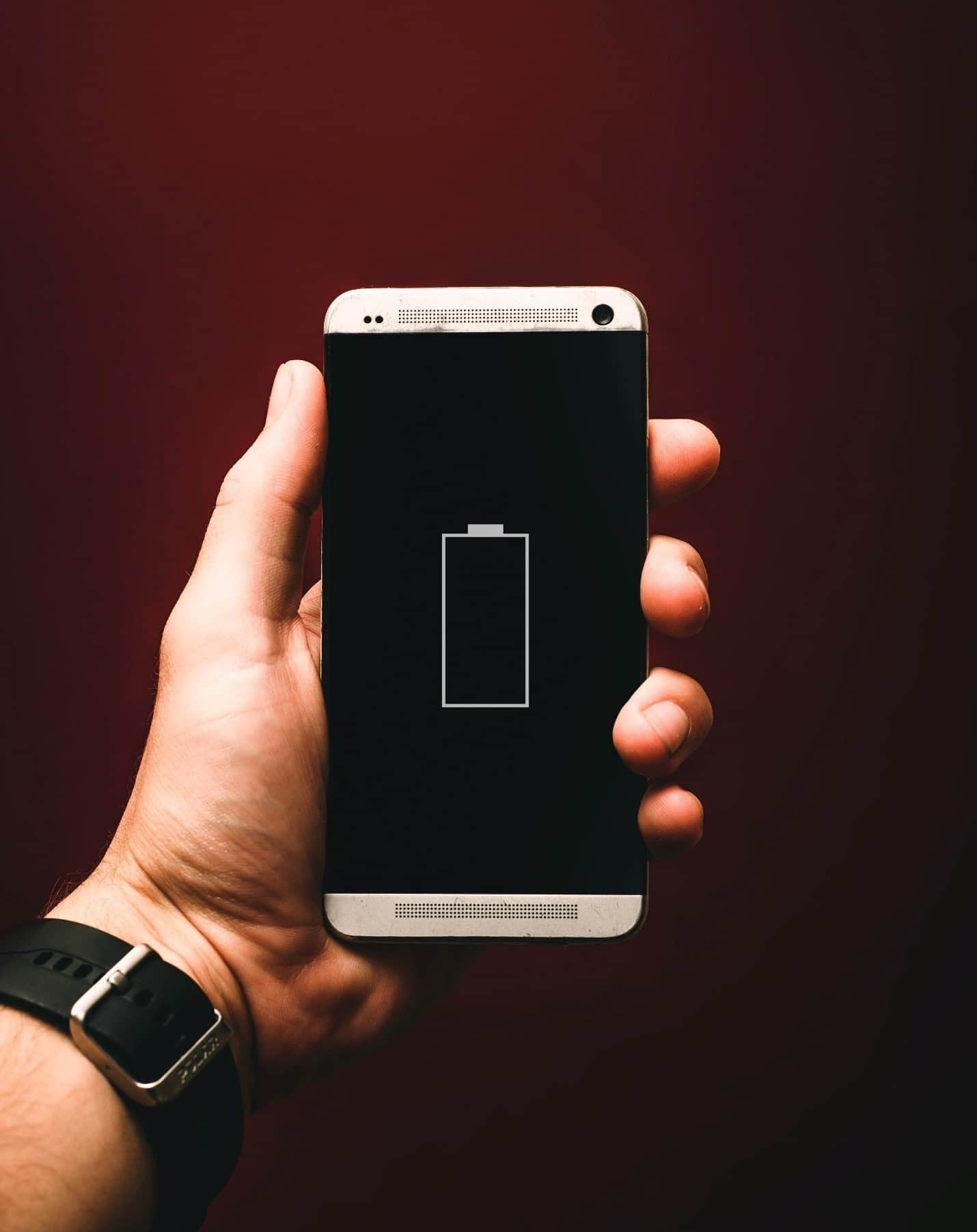 content/ar-ae/images/repository/isc/2020/9910/prolong-your-smartphone-battery-lifespan-1.jpg