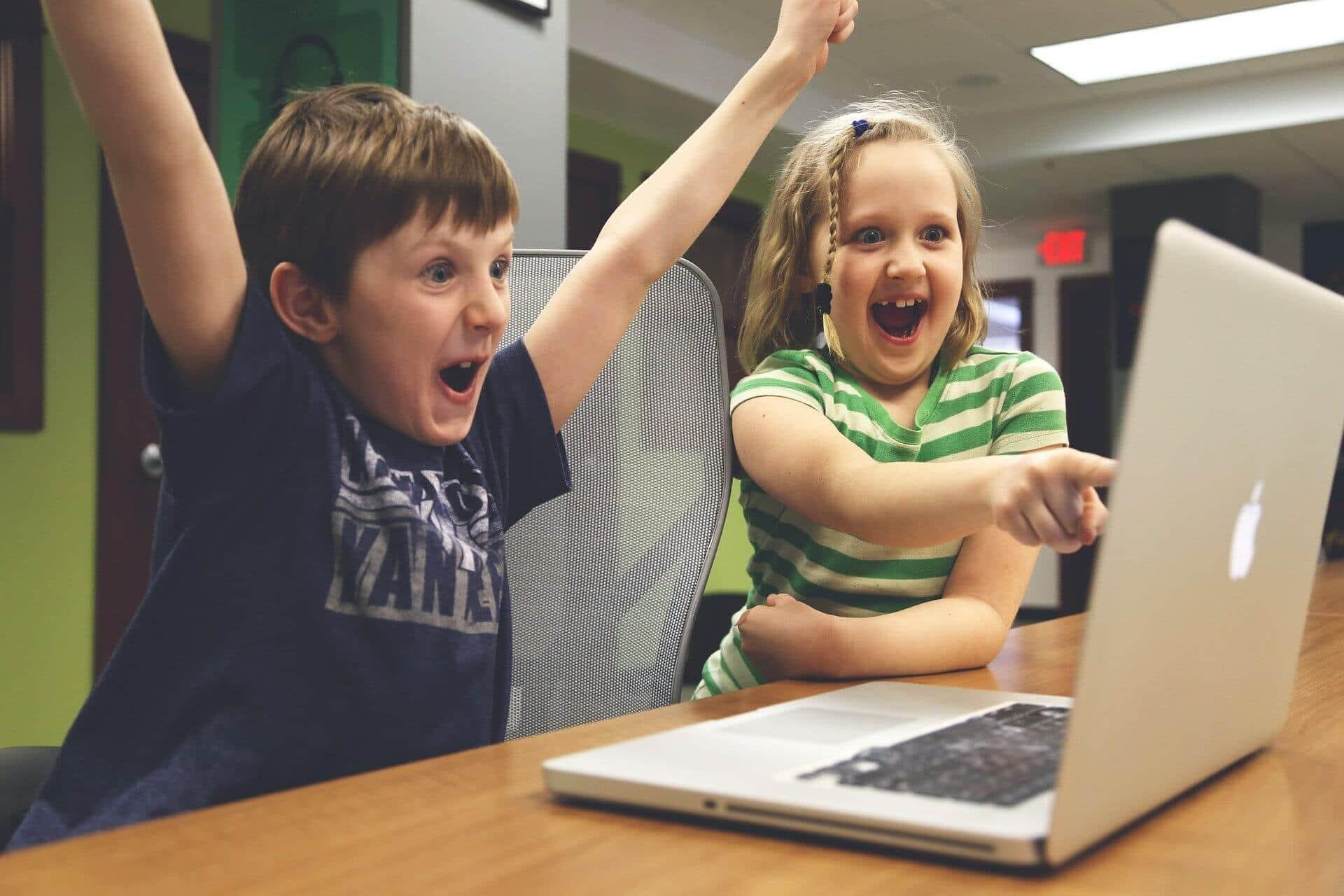 مخاطر نشر صور أطفالك على مواقع التواصل الاجتماعي